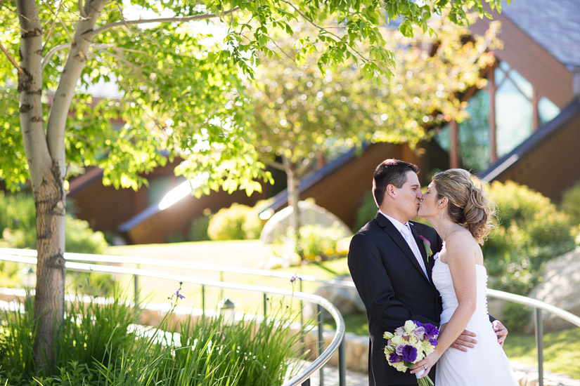 a lake tahoe wedding couple kissing