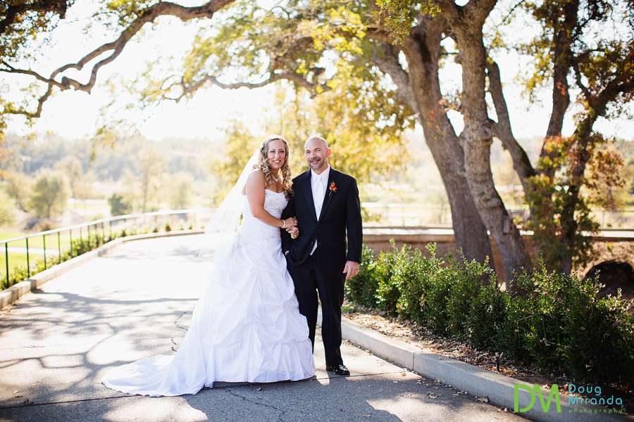 wedding photos of a cute couple at the ridge golf course in auburn
