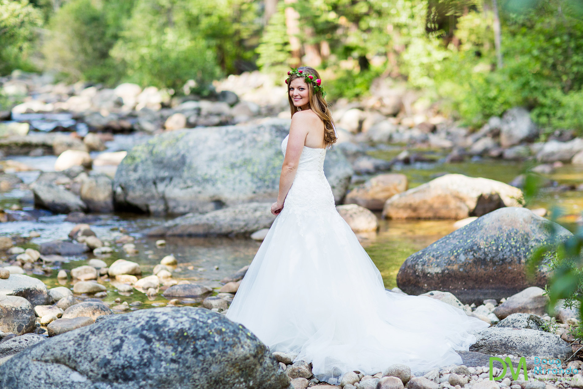 strawberry lodge bride wedding photos